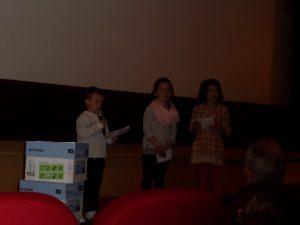 Emilie, Jade C et Lucas expliquent comment on a fait devant tout le public!